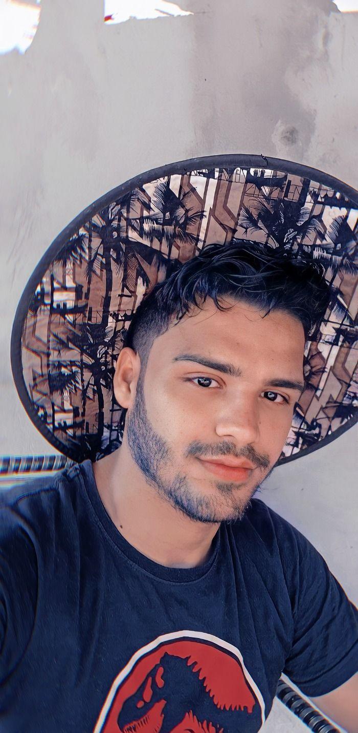 Gay, velha e fracassada, conheça a história de leo um jovem do Maranhão