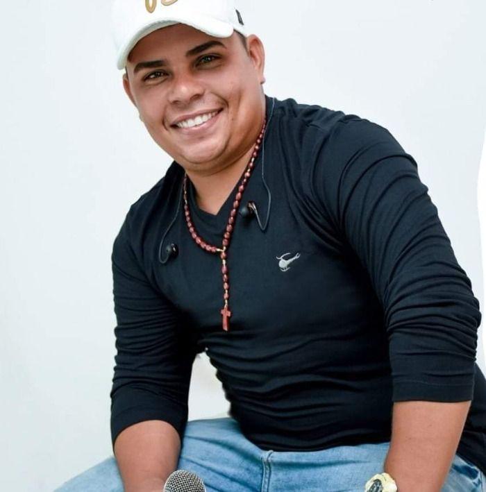 Cantor Wellington Costa assume o lugar de Edson Lima na Gatinha Manhosa